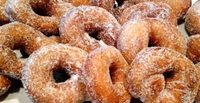 zeppole fritte con zucchero bianco