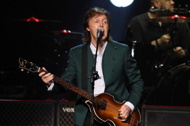 Paul McCartney in concerto a Napoli, grande show in piazza del Plebiscito