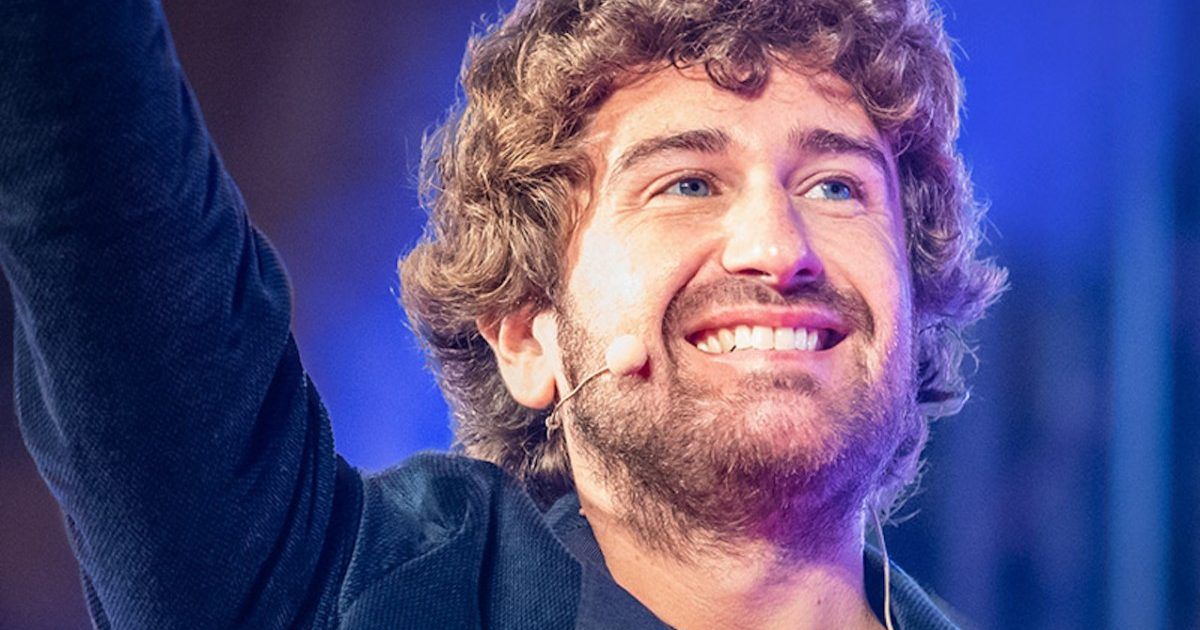 Alessandro Siani con Felicità Tour per un mese al Teatro Diana a ...