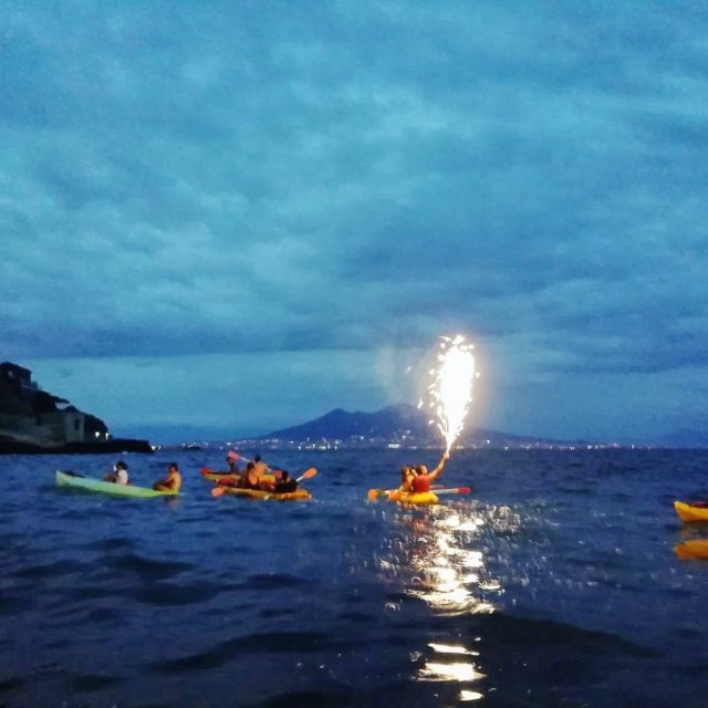 kayak napoli di notte