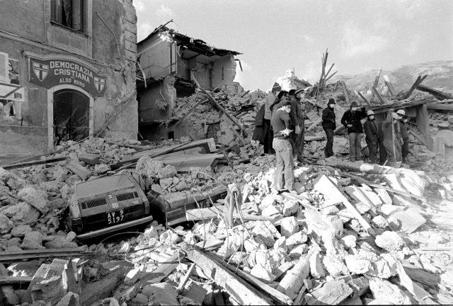 foto terremoto 1980
