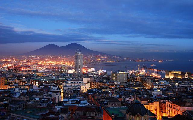 7-Panorami-che-ti-faranno-venir-voglia-di-trasferirti-a-Napoli.jpg