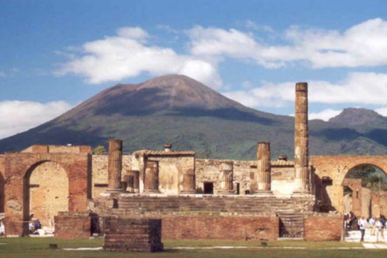 A-pranzo-negli-Scavi-di-Pompei-con-un-antico-menù-pompeiano.jpg