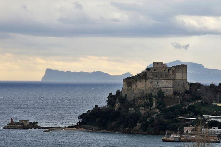 Al-Castello-di-Baia-l'ultima-notte-di-Miseno-con-Peppe-Lanzetta.jpg