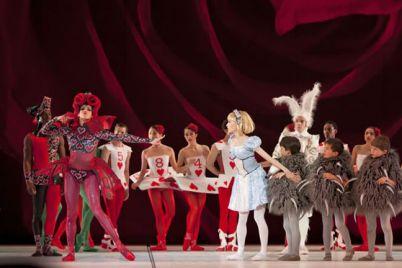 Alice-in-Wonderland-Flash-Mob-del-Teatro-San-Carlo-in-Piazza-del-Plebiscito-a-Napoli.jpg