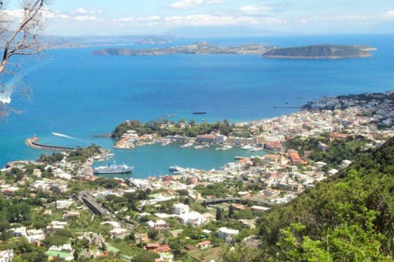 Andar-per-sentieri-a-Ischia-alla-scoperta-dell'Isola-Verde.jpg