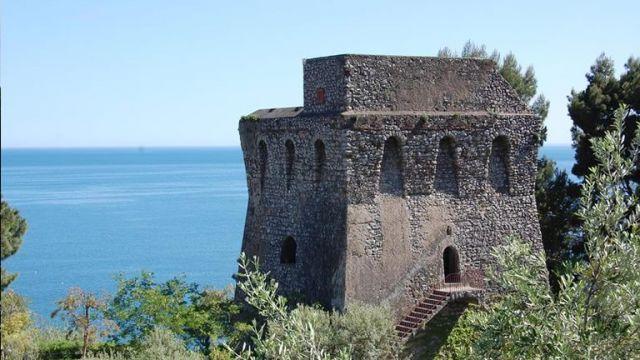 Aperitivi-e-Spettacoli-con-Biagio-Izzo-a-Torre-Turbolo-a-Massa-Lubrense.jpg