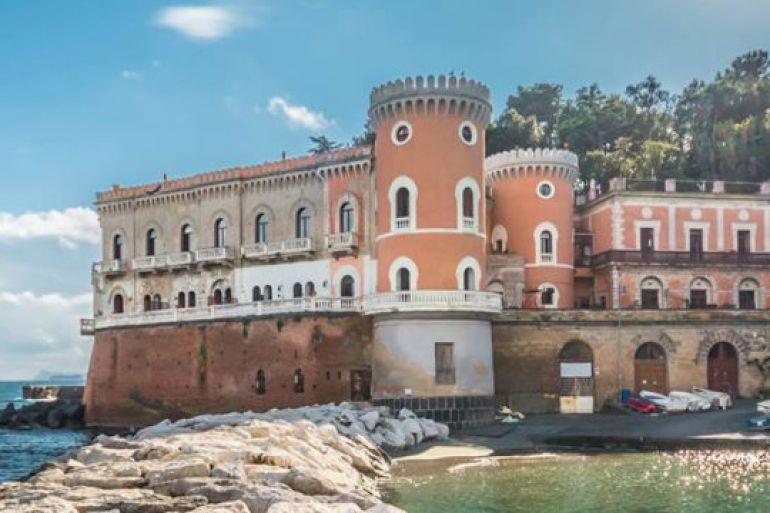 Aperitivo-e-visita-esclusiva-a-Villa-Volpicelli-napoli.jpg