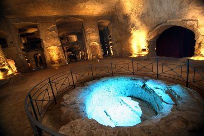 Aperitivo-nelle-Catacombe-di-San-Gennaro-a-Napoli.jpg