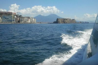 Batò-Muscio-il-battello-low-cost-nelle-acque-del-Golfo-di-Napoli.jpg