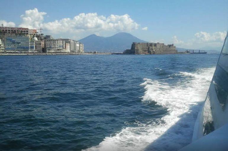Ritorna a Napoli il Batò Mouche Batò Naples per giri bellissimi nel golfo f7452bede9661