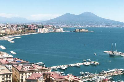 Batò-Naples-con-Giri-in-Battello-nel-Golfo-di-Napoli.jpg