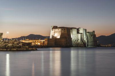 Castel-dell-ovo-notte-napoli-da-vivere.jpg