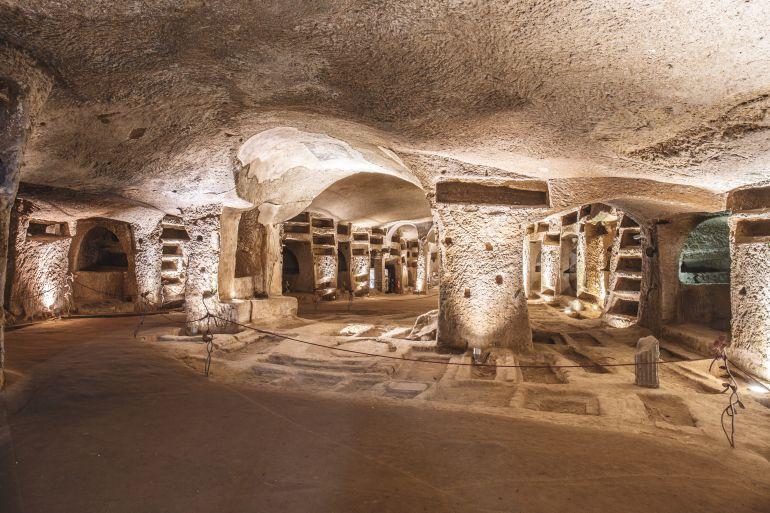 Catacombe-di-Napoli.jpg
