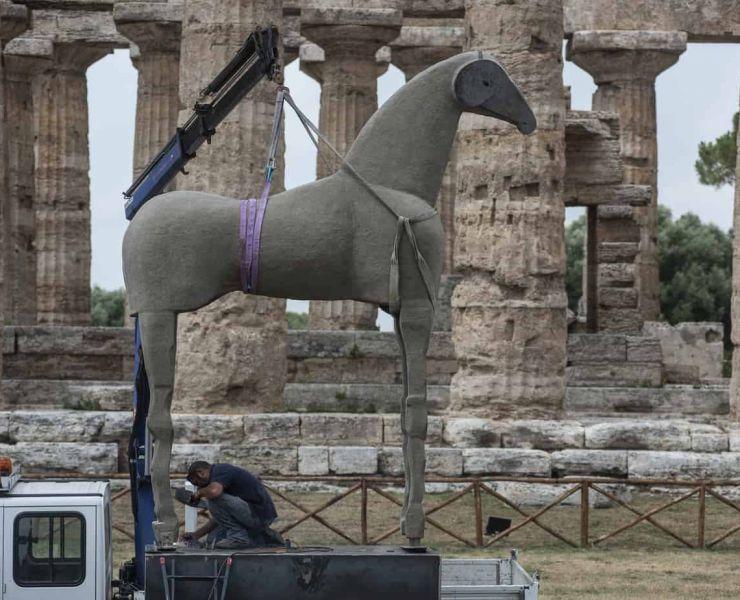 Cavallo-di-Sabbia-Mimmo-Paladino.jpg