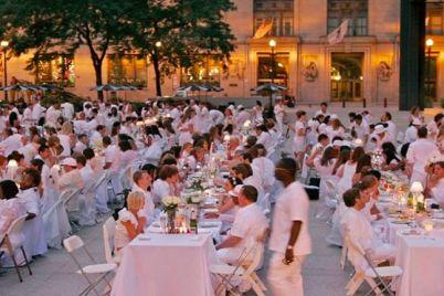 Cena-in-Bianco-in-Piazza-a-San-Valentino-Torio-SA.jpg