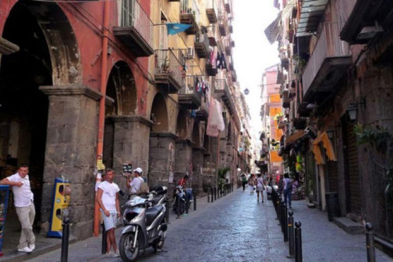 Centro-storico-di-Napoli-Via-dei-Tribunali-sarà-isola-pedonale-nei-weekend.jpg