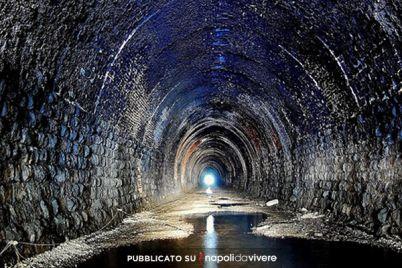 Chimera-amore-e-psiche-al-Tunnel-Borbonico.jpg