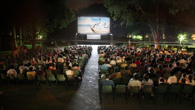 Cinema-allaperto-a-Palazzo-Somma-Baldascini-a-Villaricca.jpg