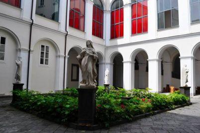 Concerti-free-entry-nel-Chiostro-di-San-Domenico-Maggiore.jpg