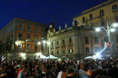 Concerto-gratuito-a-Piazza-Dante-con-Edoardo-Bennato-e-Enzo-Avitabile.jpg
