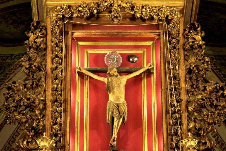 Crocifisso-Miracoloso-esposto-per-8-Giorni-alla-Basilica-del-Carmine-a-Napoli-Scoprire-Napoli.jpg