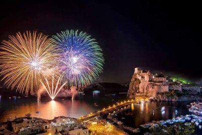 Festa-di-SantAnna-2018-ad-Ischia-Fuochi-dArtificio-e-Incendio-del-Castello.jpg