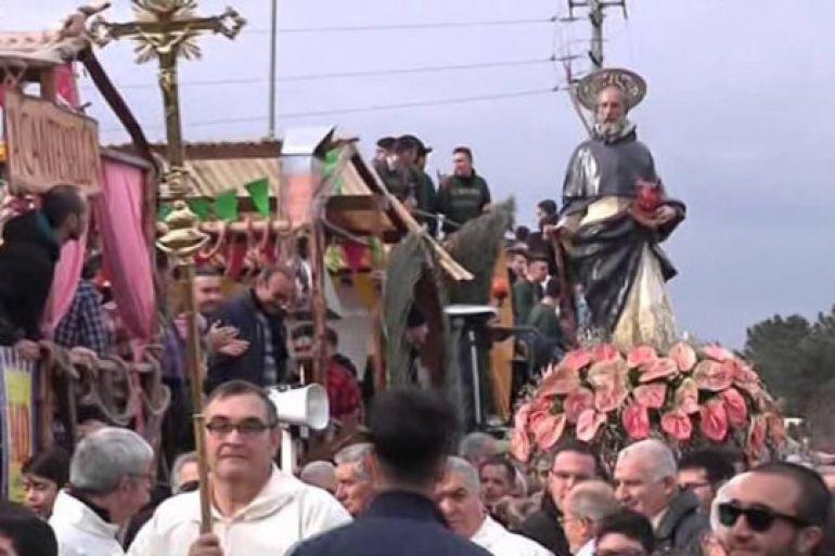 Festa-di-SantAntuono-e-Sfilata-dei-Carri-delle-Battuglie-a-Macerata-Campania.jpg