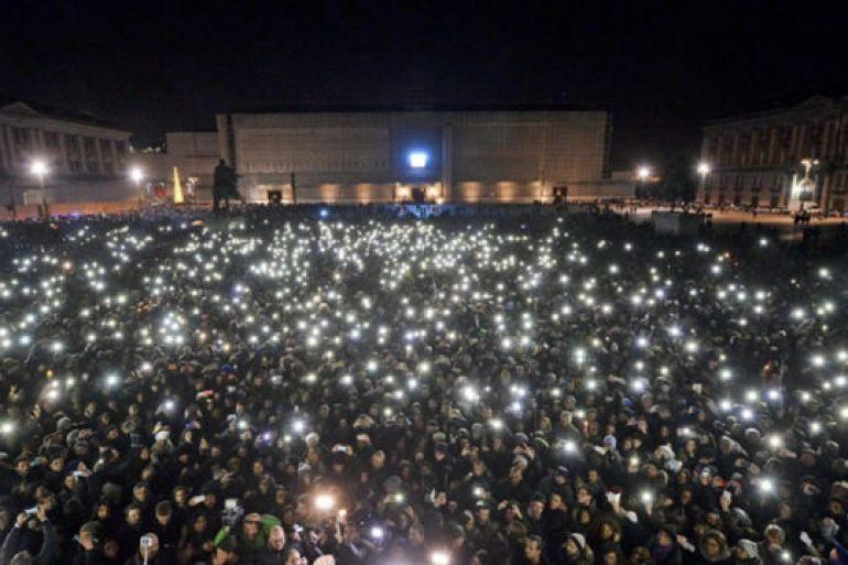 Flash-Mob-per-ricordare-Pino-Daniele-a-Santa-Maria-la-Nova.jpg