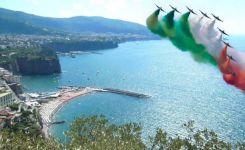 Frecce-Tricolori-sui-Cieli-di-Sorrento-e-del-Golfo-di-Napoli.jpg