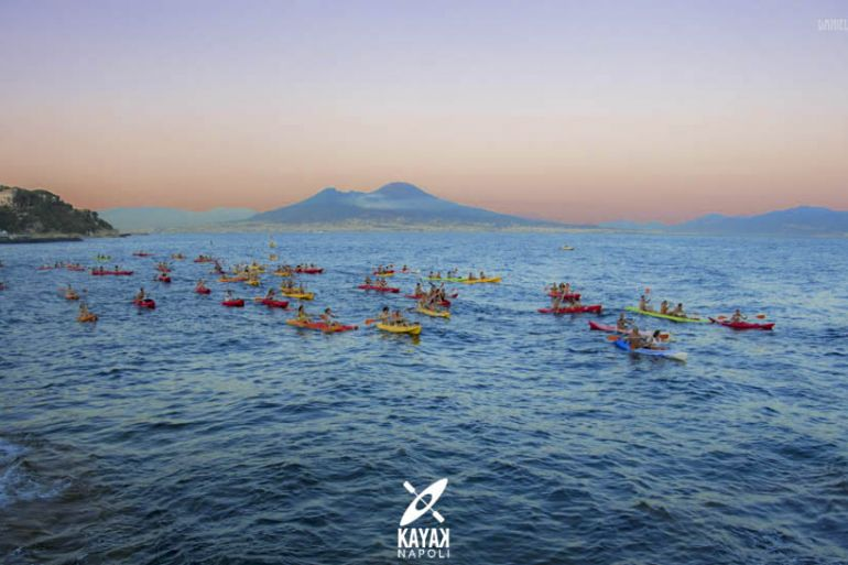 Full-Moon-Kayak-a-Napoli.jpg