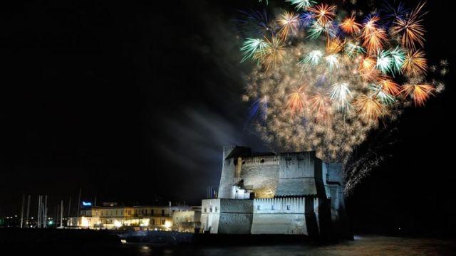 Fuochi-d'Artificio-sul-Lungomare-per-Ferragosto-2017-a-Napoli.jpg