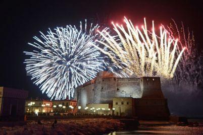 Fuochi-d'artificio-sul-Lungomare-di-Napoli-Festa-di-Piedigrotta-20115.jpg