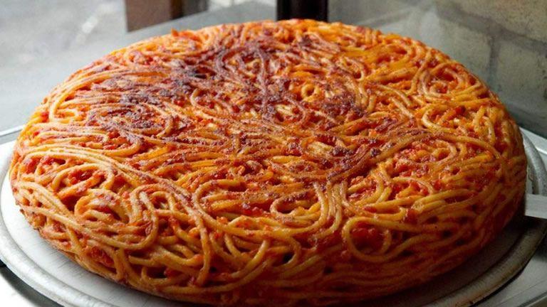 Giri-di-Pasta-a-Napoli-il-primo-take-away-della-Frittata-di-Maccheroni-.jpg