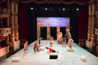 Globeal-Shakespeare-al-Teatro-Bellini-lAtmosfera-del-Teatro-Elisabettiano-a-Napoli.png