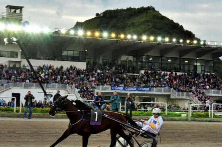 Gran-premio-Lotteria-di-Agnano-allIppodromo-di-Napoli.jpg