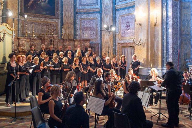 I-cori-cittadini-in-concerto-gratuito-a-San-Domenico-Maggiore.jpg