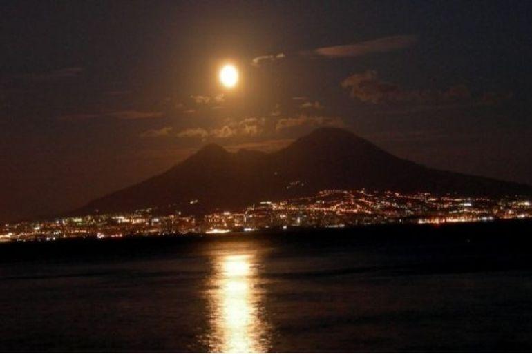Il-Cielo-visto-dal-Vesuvio-sul-vulcano-nella-Notte-di-San-Lorenzo.jpg