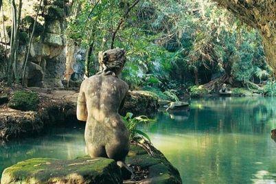 Il-Cyrano-de-Bergerac-nel-giardino-inglese-della-Reggia-di-Caserta.jpg