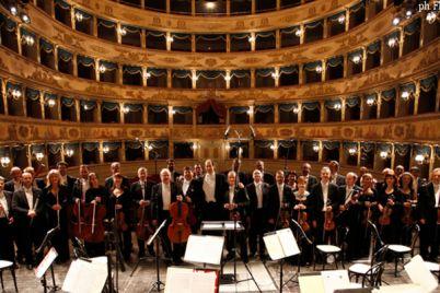 LOrchestra-del-San-Carlo-in-concerto-gratuito-al-Duomo-ai-Napoli.jpg