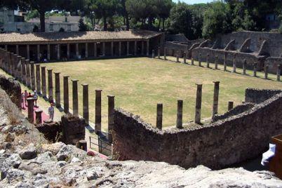La-Palestra-Grande-di-Pompei-visitabile-tutti-i-giorni.jpg