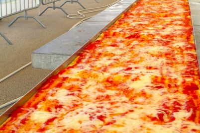 La-Pizza-più-lunga-del-mondo-sul-lungomare-Caracciolo-di-Napoli.jpg