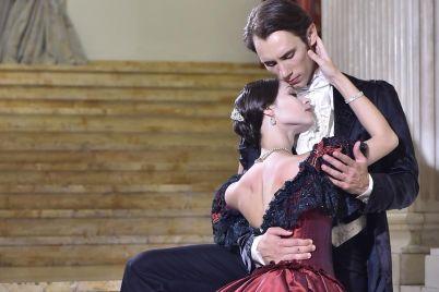 La-Signora-delle-Camelie-in-prima-nazionale-al-Teatro-di-San-Carlo-di-Napoli.jpg