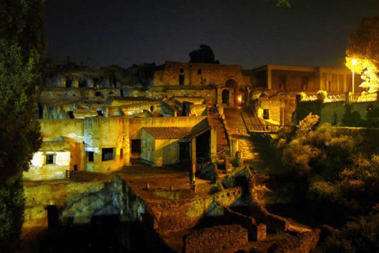 La-notte-di-Plinio-visite-notturne-agli-scavi-di-Ercolano.jpg