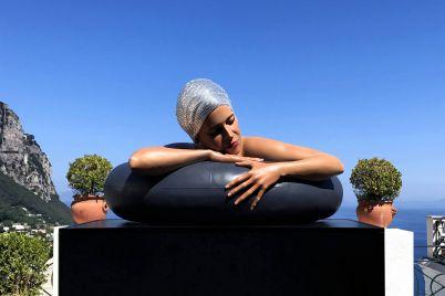 La-scultura-della-Sirena-Nuotatrice-in-Piazzetta-a-Capri.jpg