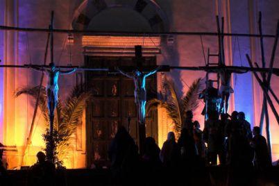 La-via-Crucis-a-Ravello-con-40-attori-e-200-comparse-in-costume.jpg