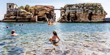 Riapre la spiaggia libera della Gaiola a Napoli