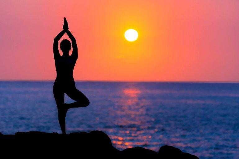 Lezioni-di-Yoga-all'Acropoli-di-Cuma.jpg