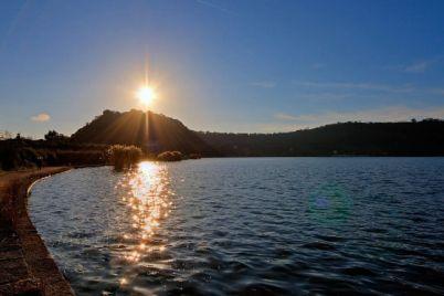 Lucciole-e-Sibilla-visite-notturne-al-Lago-d'Averno.jpg