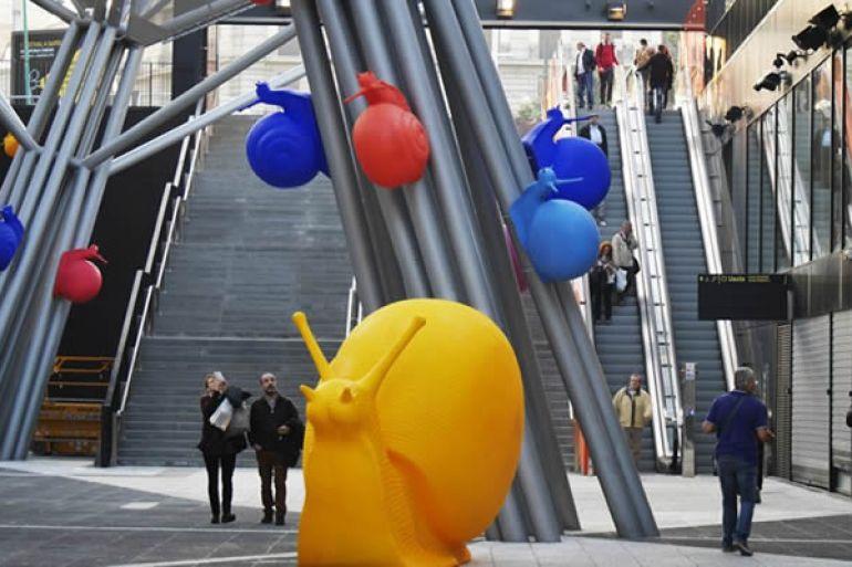 Lumache-giganti-e-colorate-nella-Stazione-Garibaldi-di-Napoli.jpg